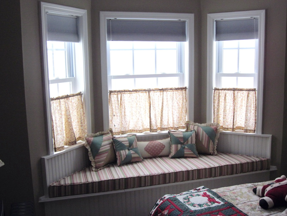 small bay window curtain ideas home design ideas On curtains for small bay windows