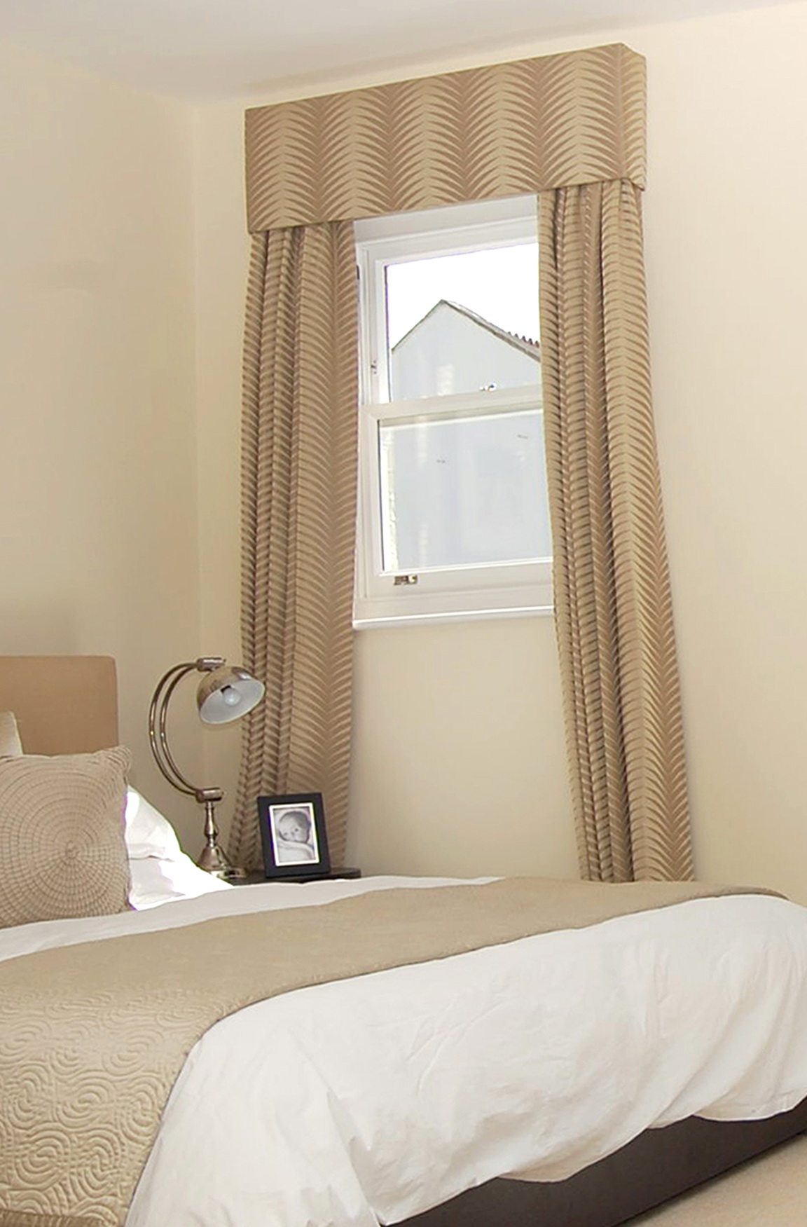 curtains for small bedroom windows small bedroom window curtains home design ideas 18588
