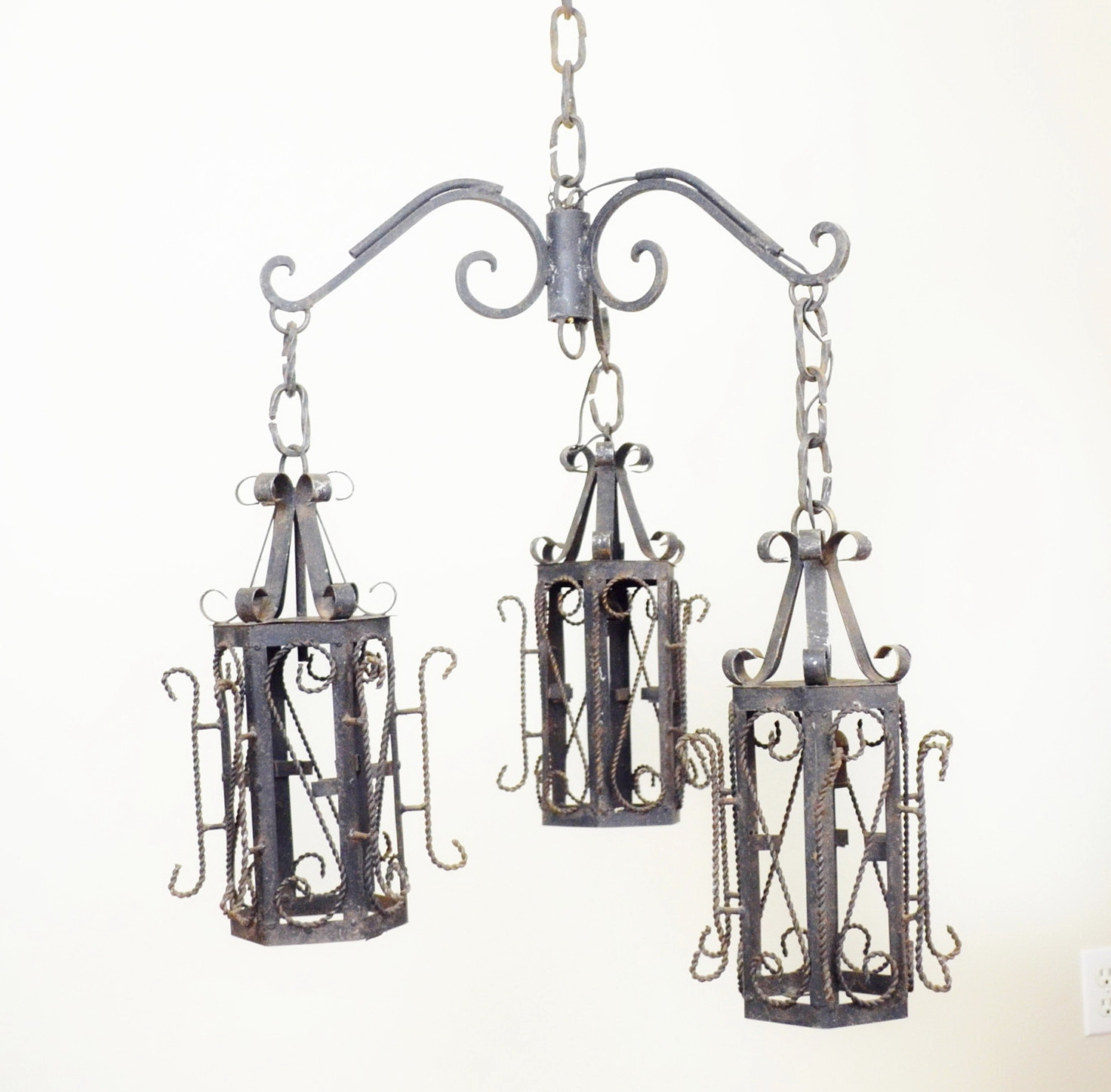 Wrought iron chandeliers india home design ideas wrought iron chandeliers india arubaitofo Images