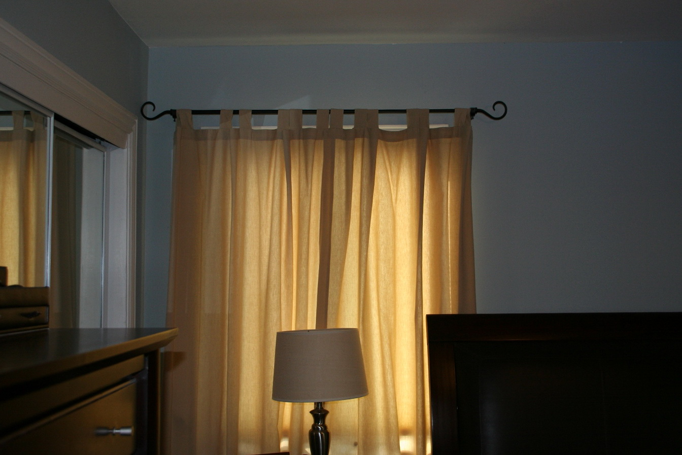 Curtain rods target