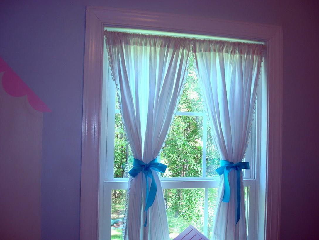 Curtains design for girls room home design ideas for Curtain designs for girls bedroom