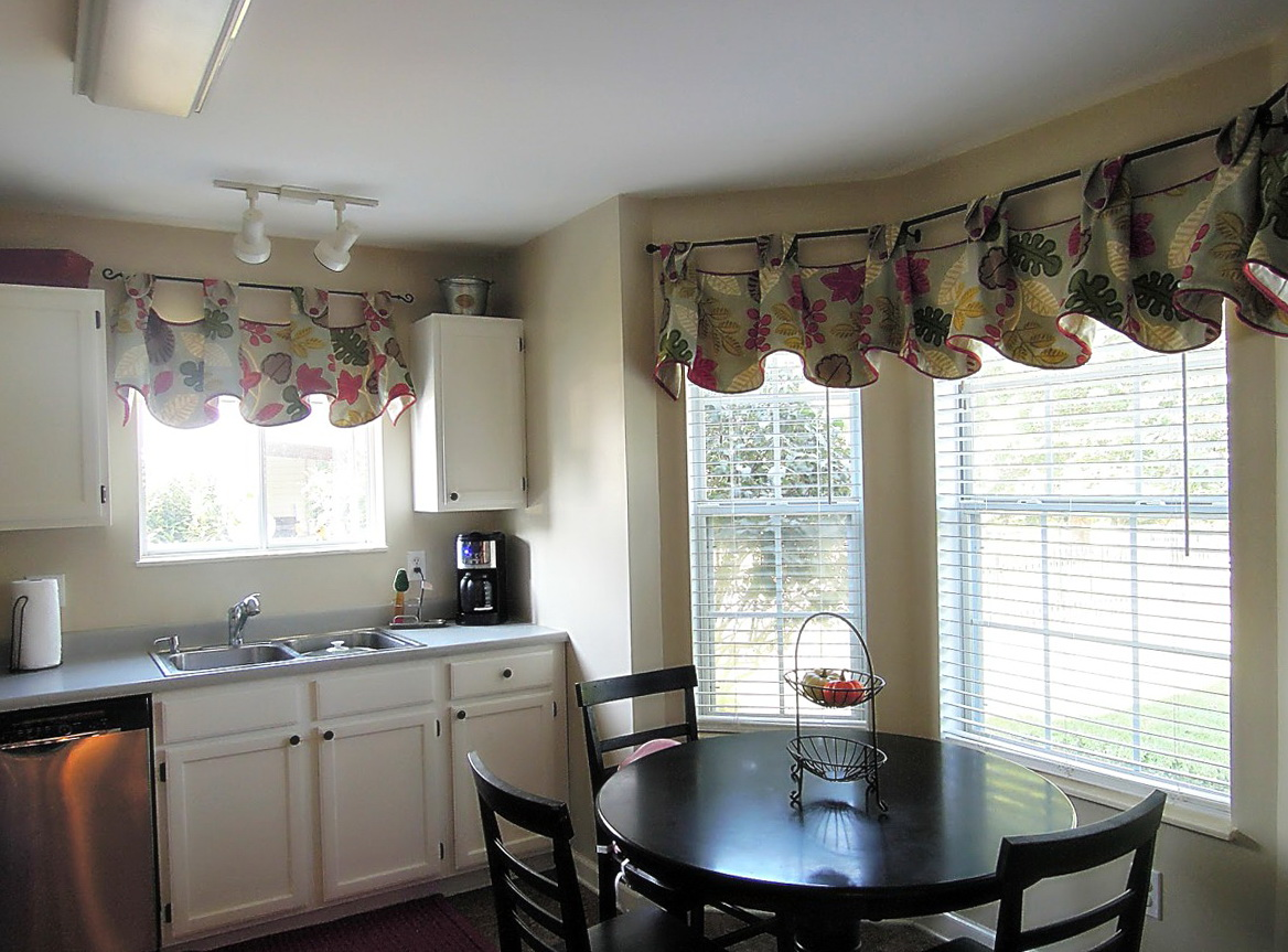 Dining room window curtain ideas home design ideas for Dining room window designs
