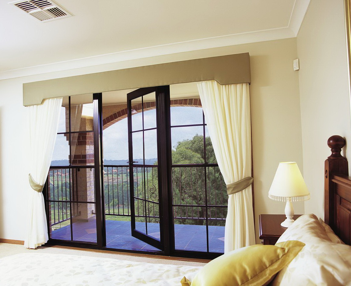 Small window treatment large picture window curtains home for Small window design