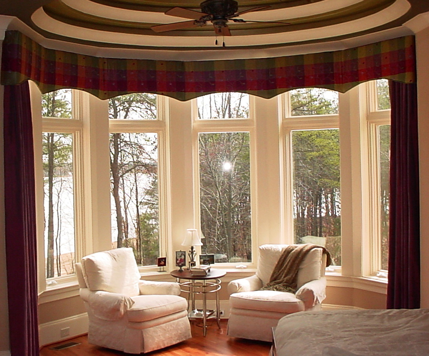 Дизайн штор на окна с эркером