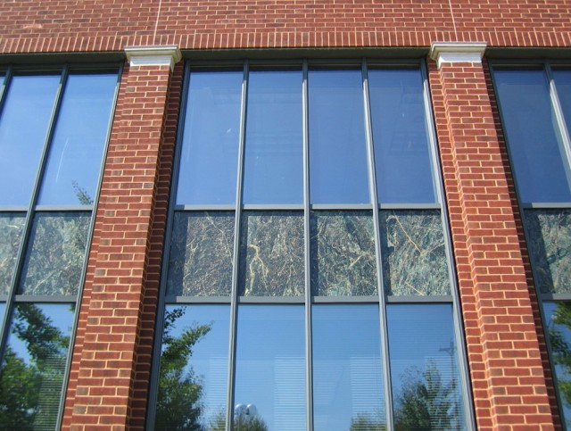 Construction curtain wall