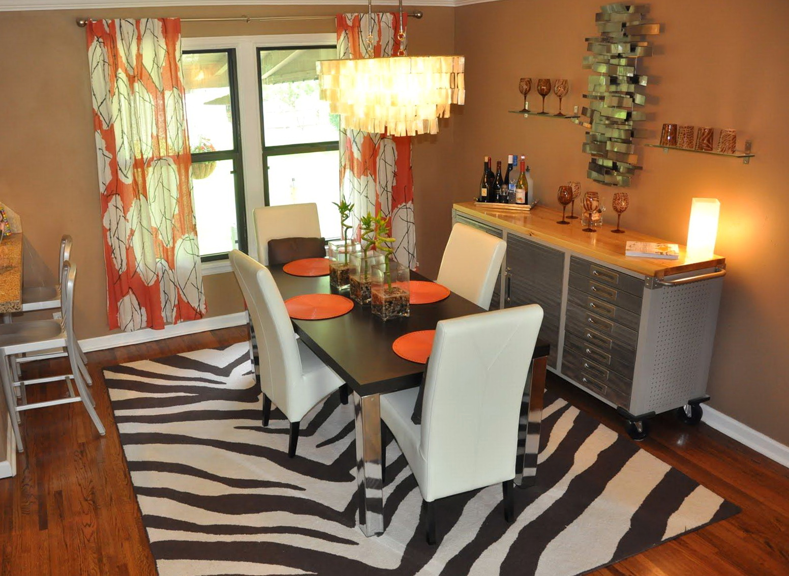 Kitchen and dining room curtains