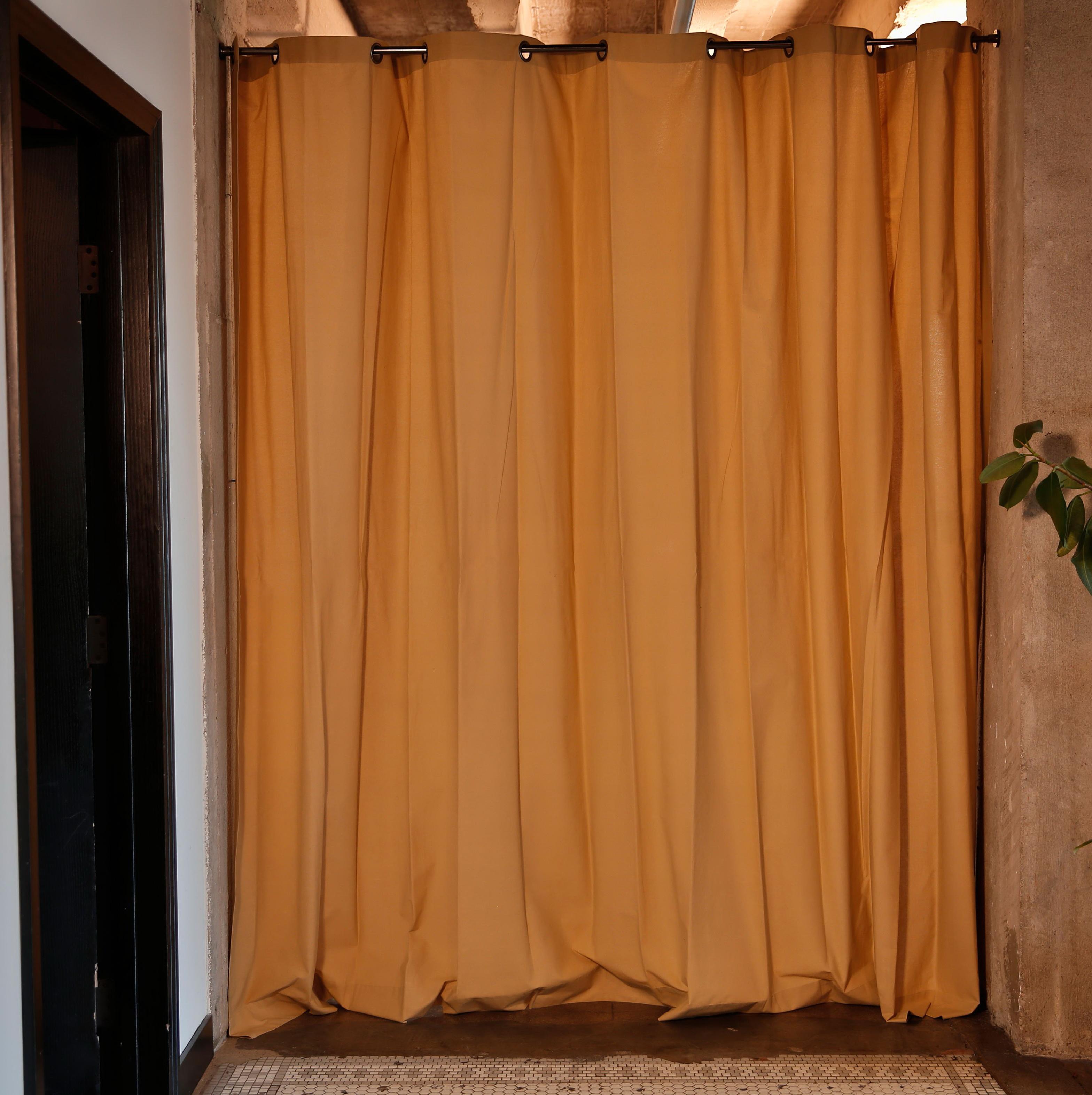 Curtain wall dividers