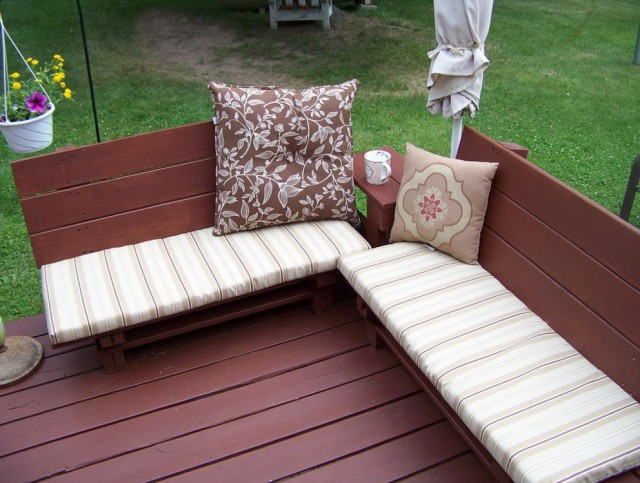 Pallet Bench With Cushion