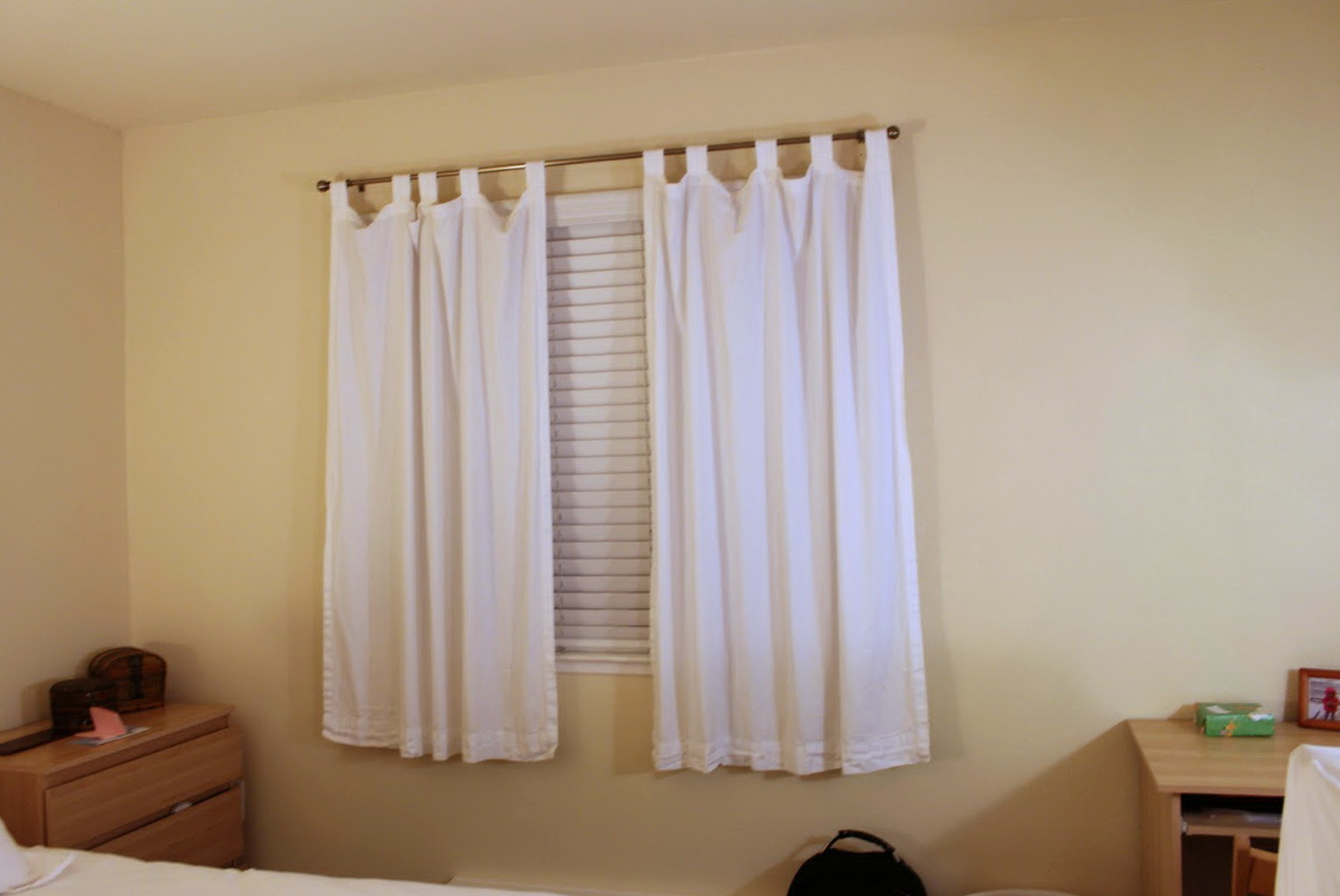 Short curtains for bedroom windows home design ideas Curtain ideas for short windows