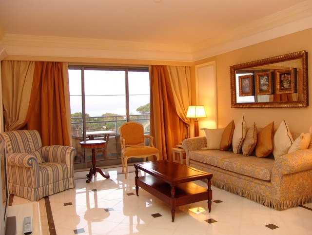 Simple Living Room Curtain Designs