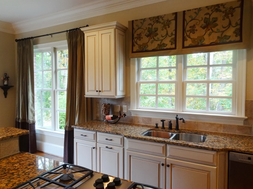 Small curtains for kitchen windows home design ideas - Curtains for small kitchen windows ...