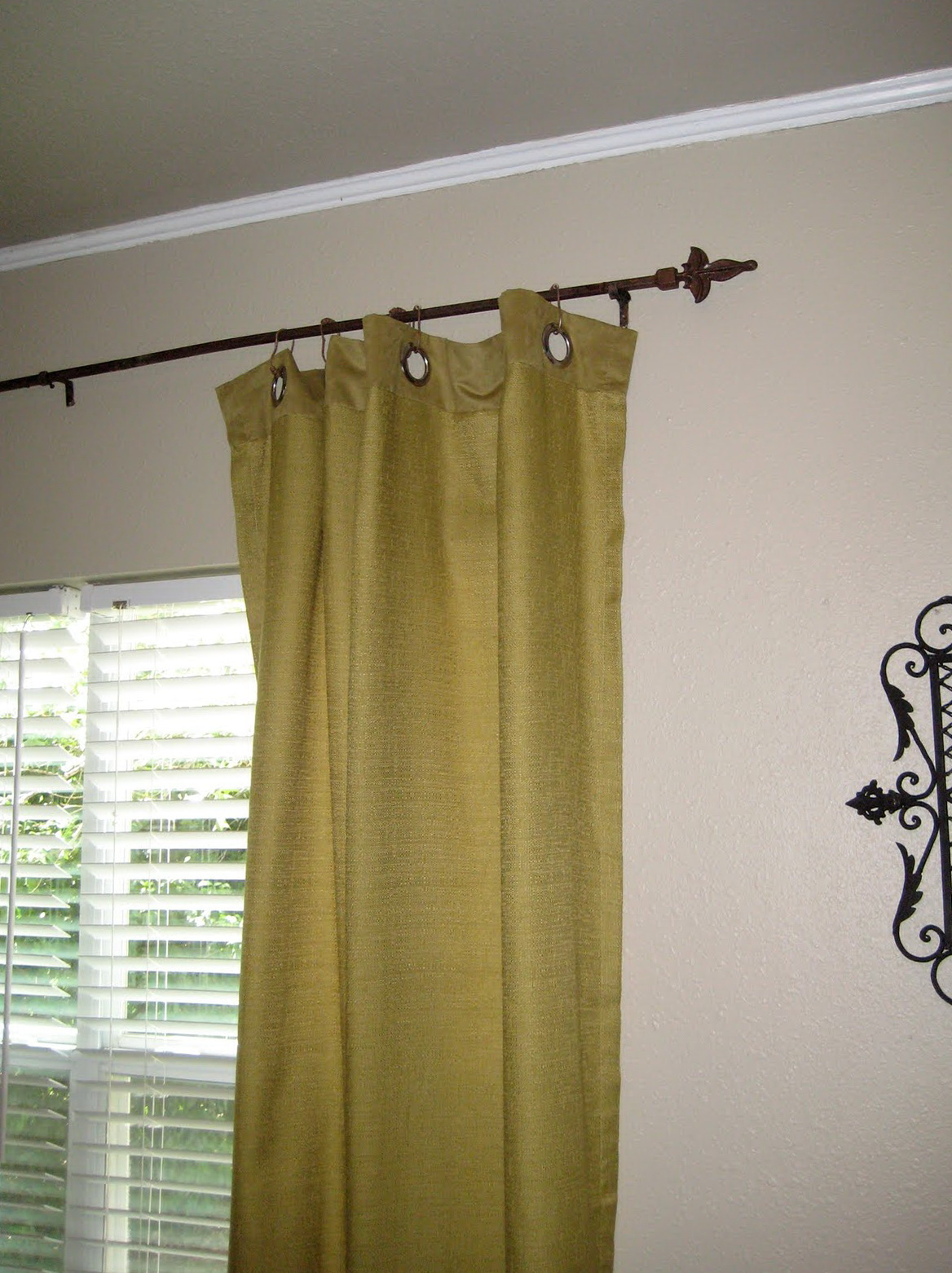 Small curtain