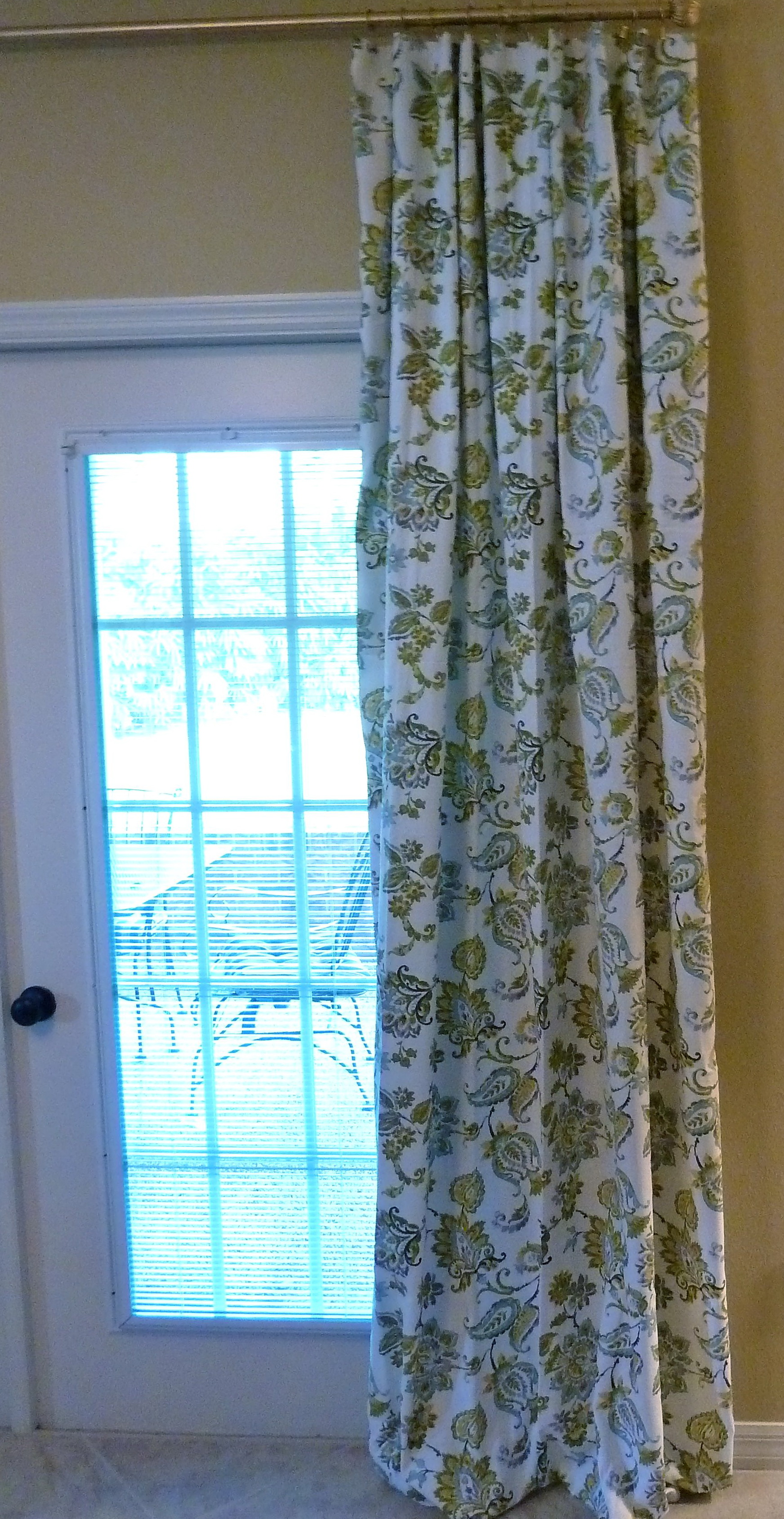 Hinged Curtain Rod For Doors