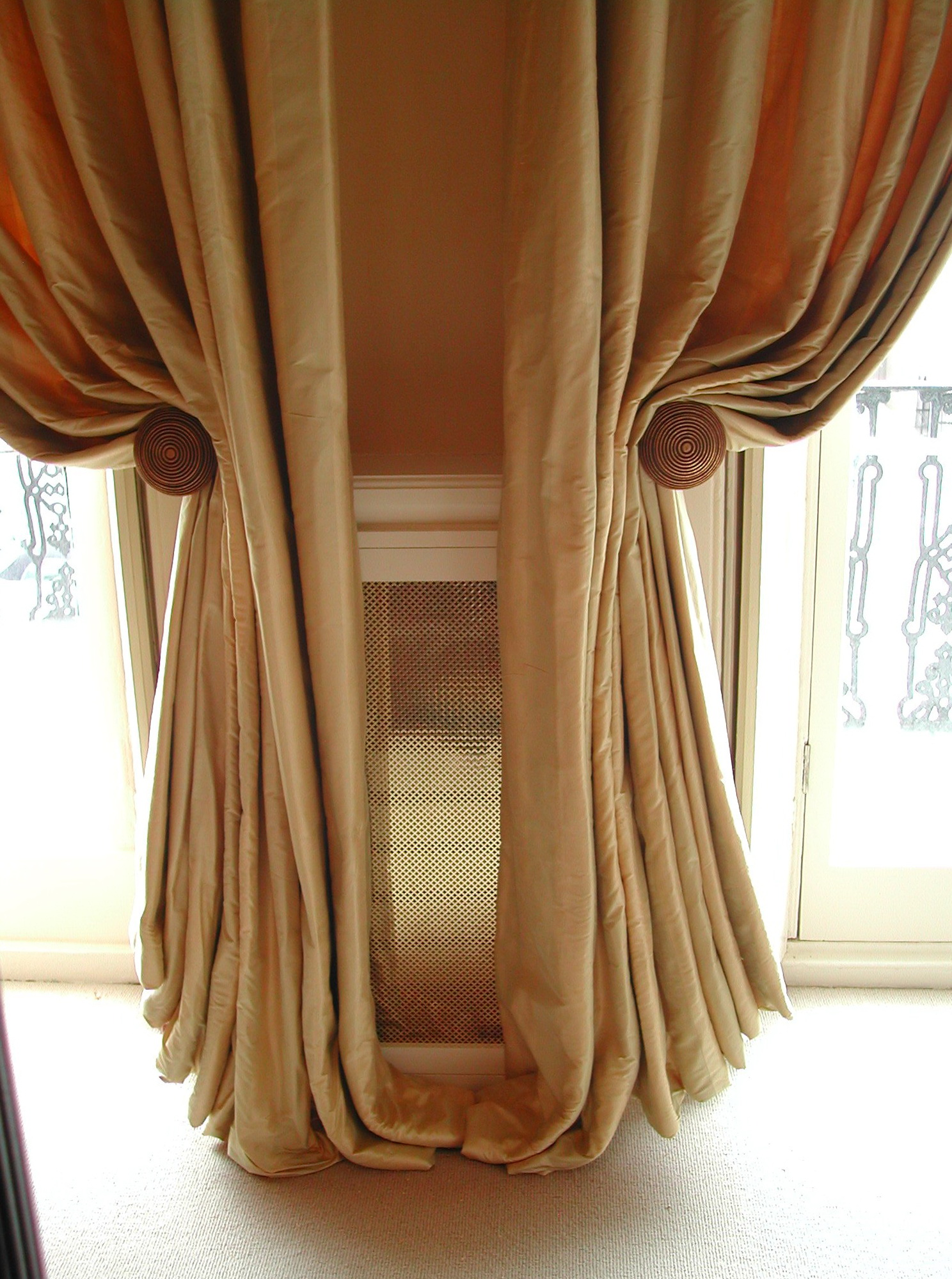 Images Of Curtains With Holdbacks Home Design Ideas
