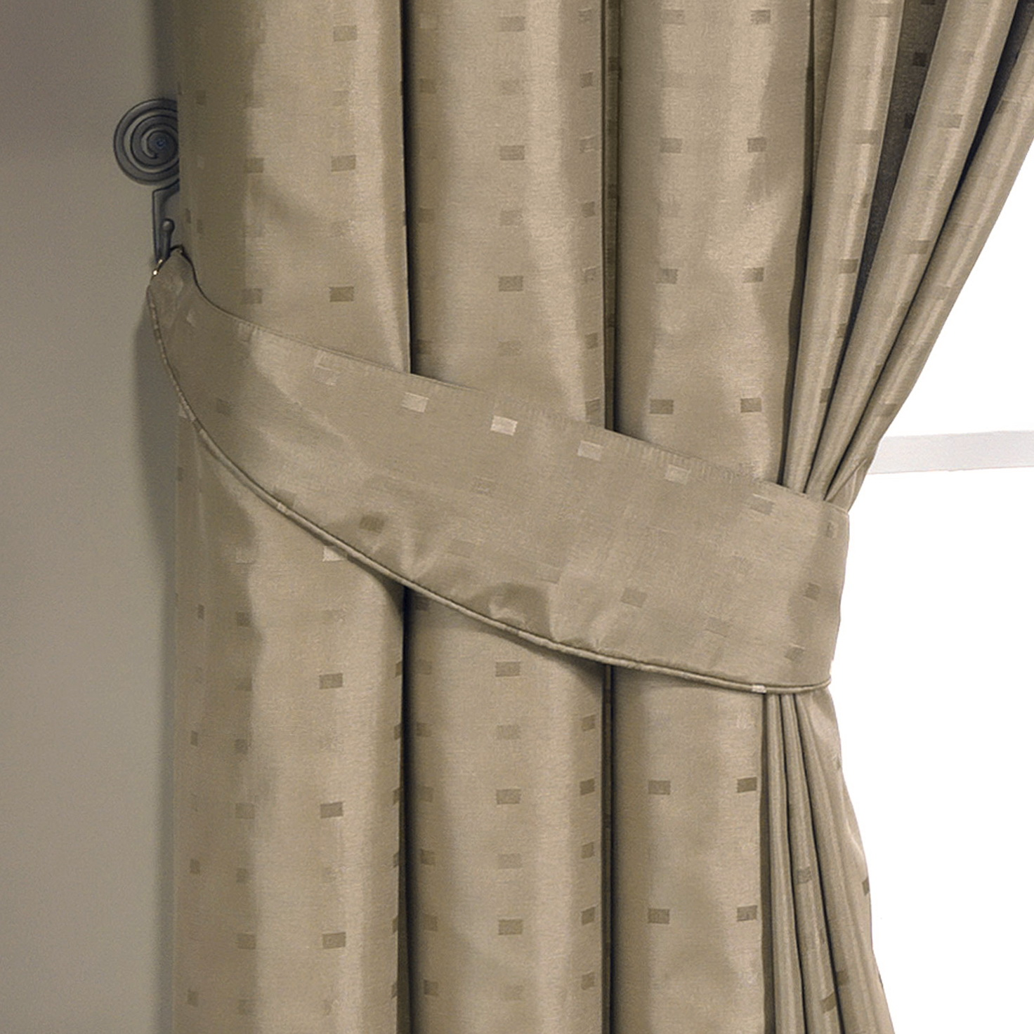 Images Of Curtains With Tiebacks