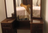 Antique Makeup Vanity With Mirror